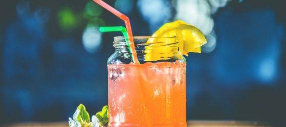 Zimne napoje na upały - sprawdź te najpopularniejsze